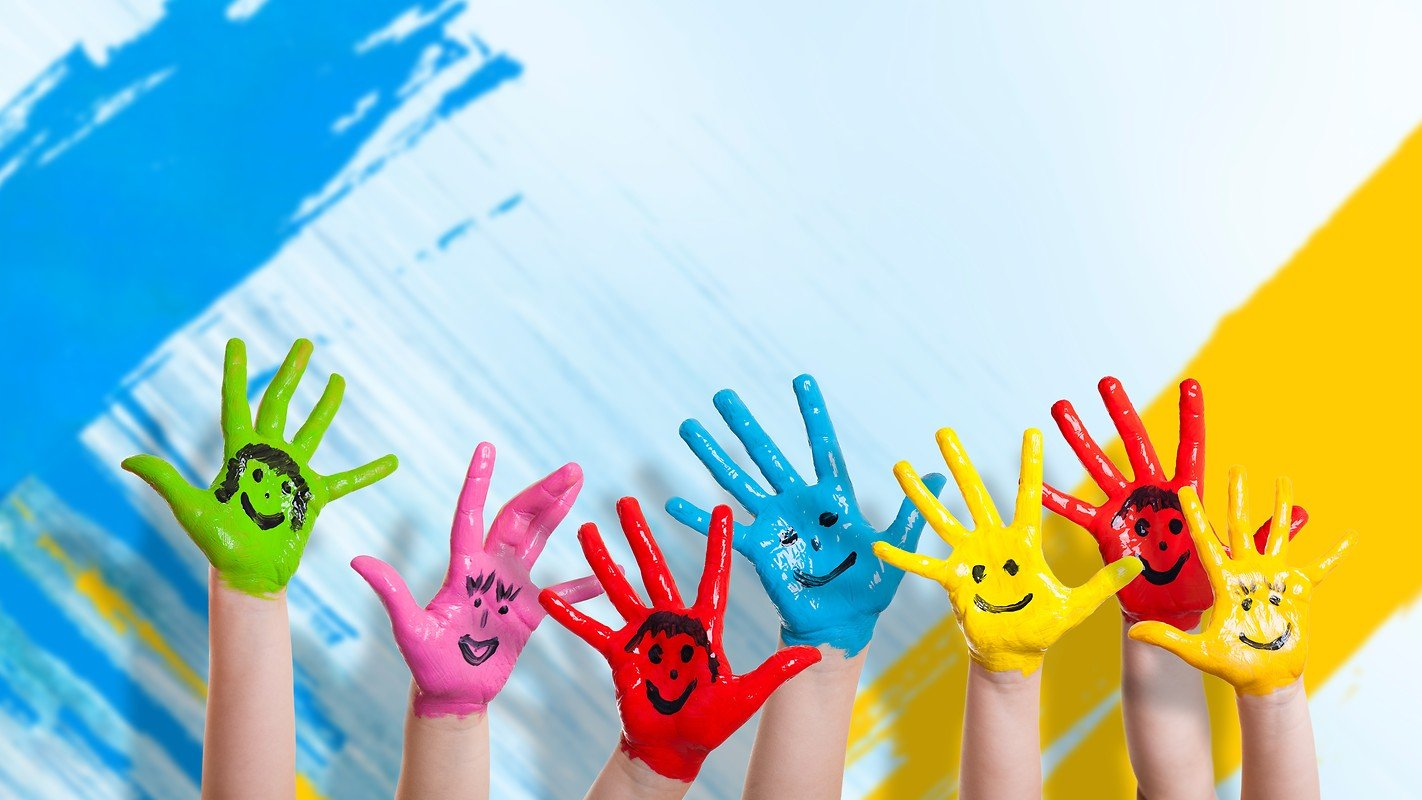 Children are creative, paint with hands! - ChildDiary