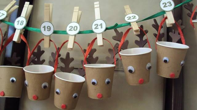 Advent Calendars ideas - reindeer garland