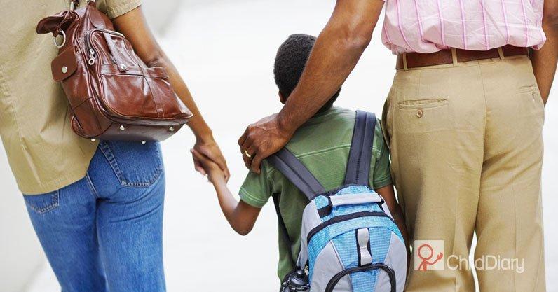 4 Dicas para facilitar a comunicação com as famílias - Pais e filho