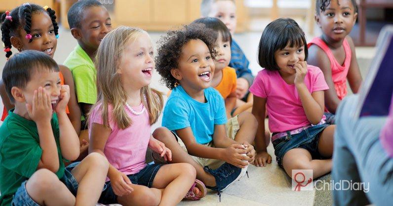 Qual o papel do educador no trabalho com as famílias - Crianças a se divertir em actividade