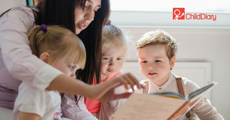 Qual o papel do educador no trabalho com as famílias - Educadora com crianças