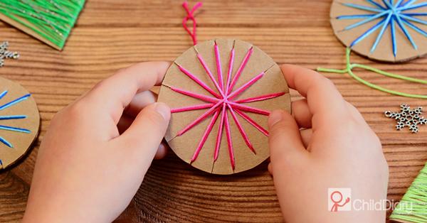 3 sugestões para explorar arte em creche e pré-escolar - Atividade de tecelagem - ChildDiary